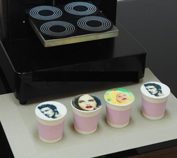 апарат друку на пінці кави